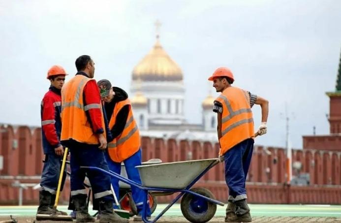 В Москве не хватает трудовых мигрантов